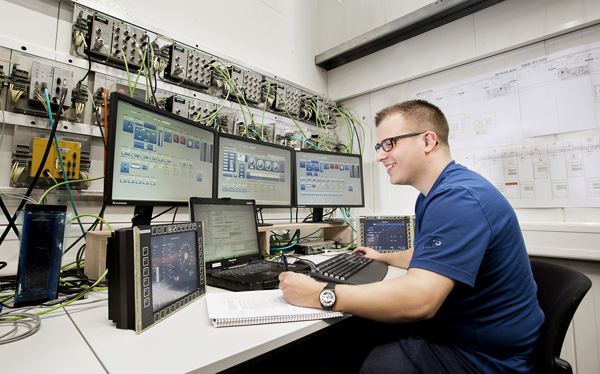 Stadler Rail: Junior Engineer in Electric drives, Power